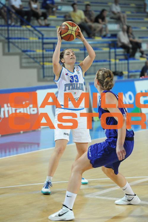 DESCRIZIONE : Frosinone Qualificazioni Europei Francia 2013 Italia Lussemburgo<br /> GIOCATORE : Benedetta Bagnara<br /> CATEGORIA : passaggio difesa<br /> SQUADRA : Nazionale Italia<br /> EVENTO : Frosinone Qualificazioni Europei Francia 2013<br /> GARA : Italia Lussemburgo Italy Luxembourg<br /> DATA : 20/06/2012<br /> SPORT : Pallacanestro <br /> AUTORE : Agenzia Ciamillo-Castoria/GiulioCiamillo<br /> Galleria : Fip 2012<br /> Fotonotizia : Frosinone Qualificazioni Europei Francia 2013 Italia Lussemburgo<br /> Predefinita :