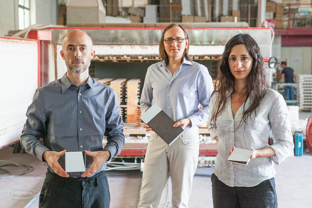 """Caltagirone (CT) - Made a Mano. I designer di Studiocharlie (Rovato - BS). Gabriele Rigamonti  di Zingonia (BG) (37), Vittorio Turla di Rovato (38), Carla Scorda di Catanzaro Lido (38), Mostrano i prodotti da loro disegnati: le piastrelle """"Cunei"""" e """"Prisme""""."""