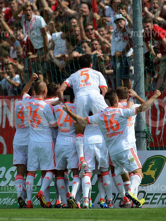 FUSSBALL  Regionalliga Sued   SAISON  2012/2013    4. Spieltag   05.08.2012 TSV 1860 Muenchen II - FC Bayern Muenchen II  FC Bayern II jubel in der Fankurve nach dem Tor zum 0:2