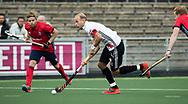 AMSTELVEEN -  Billy Bakker (A'dam)  tijdens Amsterdam-Tilburg (4-2), competitie Hoofdklasse hockey heren   (2017-2018) . links Bas Scheer (Tilburg) COPYRIGHT KOEN SUYK