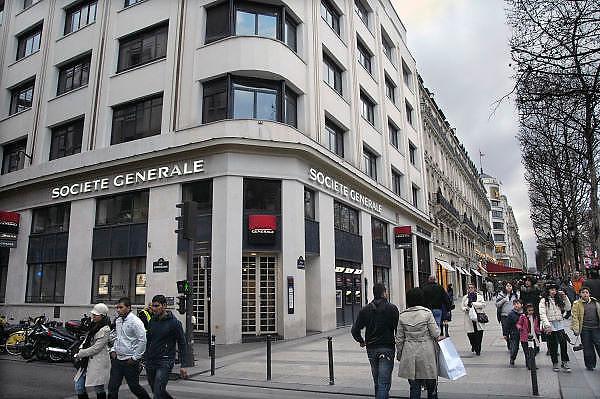 Frankrijk, Parijs, 28-3-2010Filiaal van de bank societe generale, sg, met geldautomatenFoto: Flip Franssen/Hollandse Hoogte