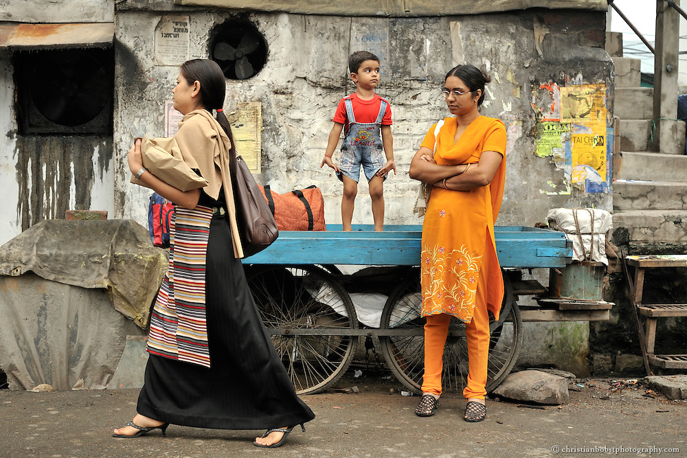 A tibetan women (left) and an Indian women and her child (right) in Dharamsala, India, 2009