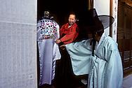 the day of the  wedding, the women is hidden behind a  rich veil. the  husband can see his wife only after the ceremony le jour des noces, la mariée se présente cachée derrière un voile richement brodé. Les mariés ne se découvrent qu'après la cérémonie ///R00029/6    L2683  /  R00029  /  P0002958