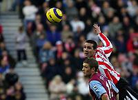 Photo: Andrew Unwin.<br />Sunderland v Aston Villa. The Barclays Premiership.<br />19/11/2005.<br />Sunderland's Tommy Miller (top) beats Aston Villa's Steven Davis (bottom) to the ball.