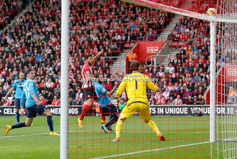 25th October 2014 - Barclays Premier League - Southampton v Stoke City - Graziano Pelle of Southampton watches his header sail just over the crossbar - Photo: Paul Roberts / Offside.