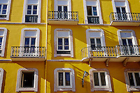Portugal, Lisbonne, quartier de Baixa pombalin, facade d'un immeuble // Portugal, Lisbon, Baixa pombalin, frontage of a appartement building