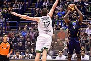 DESCRIZIONE : Milano Coppa Italia Final Eight 2014 Quarti di Finale Montepaschi Siena Acea Roma<br /> GIOCATORE : Bobby Jones<br /> CATEGORIA : Tiro Three Points<br /> SQUADRA : Acea Roma<br /> EVENTO : Beko Coppa Italia Final Eight 2014<br /> GARA : Montepaschi Siena Acea Roma<br /> DATA : 07/02/2014<br /> SPORT : Pallacanestro<br /> AUTORE : Agenzia Ciamillo-Castoria/R.Morgano<br /> Galleria : Lega Basket Final Eight Coppa Italia 2014<br /> Fotonotizia : Milano Coppa Italia Final Eight 2014 Quarti di Finale Montepaschi Siena Acea Roma<br /> Predefinita :
