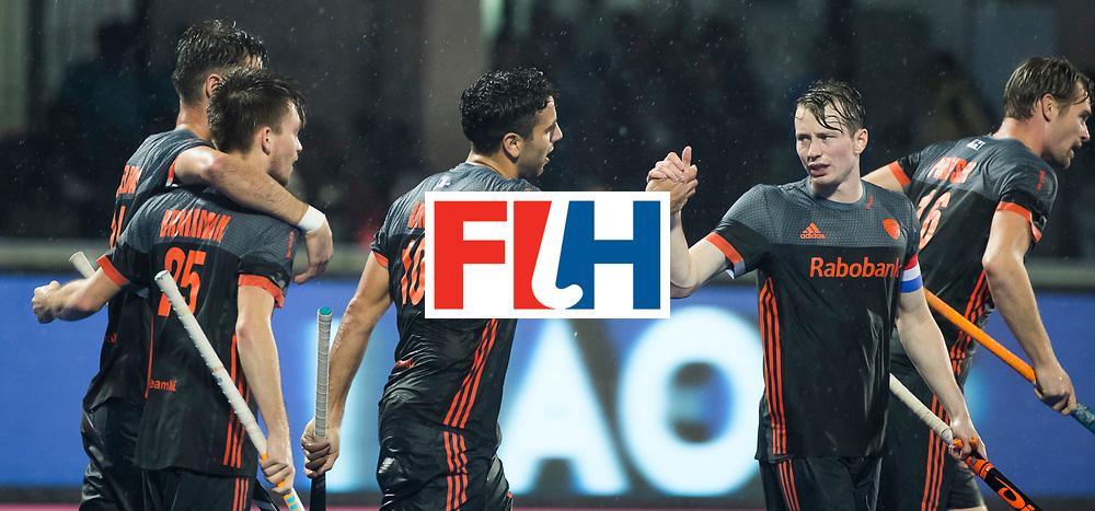 BHUBANESWAR -  Vreugde bij oa Valentin Verga (Ned) en Seve van Ass (Ned) nadat Nederland op 0-1 is gekomen,   tijdens de Hockey World League Finals , de wedstrijd om de 7e plaats, Engeland-Nederland (0-1).   COPYRIGHT KOEN SUYK