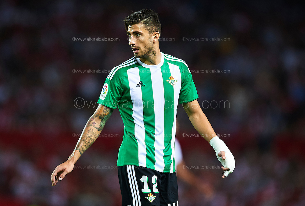 SEVILLE, SPAIN - SEPTEMBER 20:  Cristiano Piccini of Real Betis Balompie looks on during the match between Sevilla FC vs Real Betis Balompie as part of La Liga at Estadio Ramon Sanchez Pizjuan on September 20, 2016 in Seville, Spain.  (Photo by Aitor Alcalde Colomer/Getty Images)