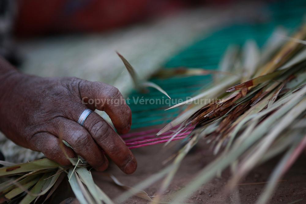fabrication de nattes en feuilles de palme, Skoura, Maroc Sud // Making mats, Souhern Morocco