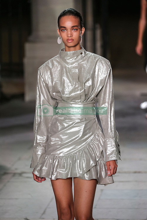 September 29, 2016 - Paris, FRANCE - Isabel Marant.MODEL ON CATWALK, WOMAN WOMEN, PARIS FASHION WEEK 2017 READY TO WEAR FOR SPRING SUMMER, DEFILE, FASHION SHOW RUNWAY COLLECTION, PRET A PORTER, MODELWEAR, MODESCHAU LAUFSTEG FRUEHJAHR SOMMER .PARSS17 (Credit Image: © PPS via ZUMA Wire)