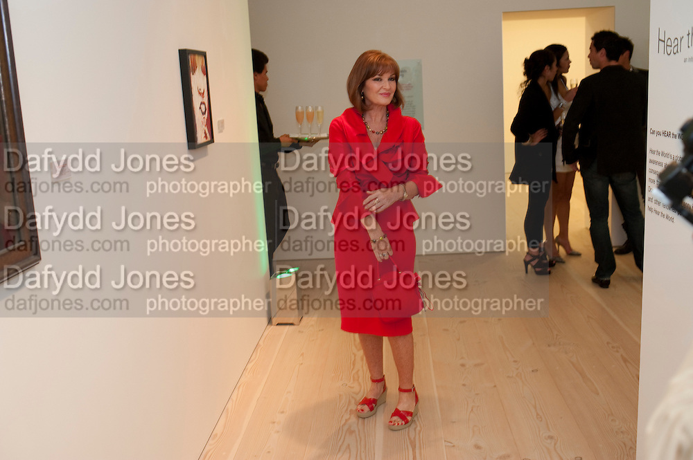 STEPHANIE SEYMOUR, Hear the World Ambassadors Ð An Exhibition of Photography by Bryan Adams , The Saatchi Gallery. Sloane sq. London. 21 July 2009. Hear the World - an initiative by Phonak, aims to raise international awareness about hearing and hearing loss<br /> STEPHANIE SEYMOUR, Hear the World Ambassadors ? An Exhibition of Photography by Bryan Adams , The Saatchi Gallery. Sloane sq. London. 21 July 2009. Hear the World - an initiative by Phonak, aims to raise international awareness about hearing and hearing loss