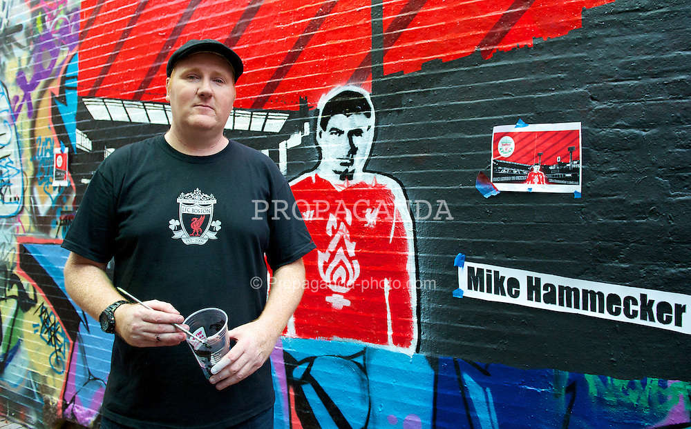 BOSTON, MA - Monday, July 23, 2012: Liverpool supporter Mike Hammecker painting a LFC mural with Steven Gerrard in Boston. Liverpool are playing a pre-season match in Boston as part of the club's North American pre-season tour. (Pic by David Rawcliffe/Propaganda)