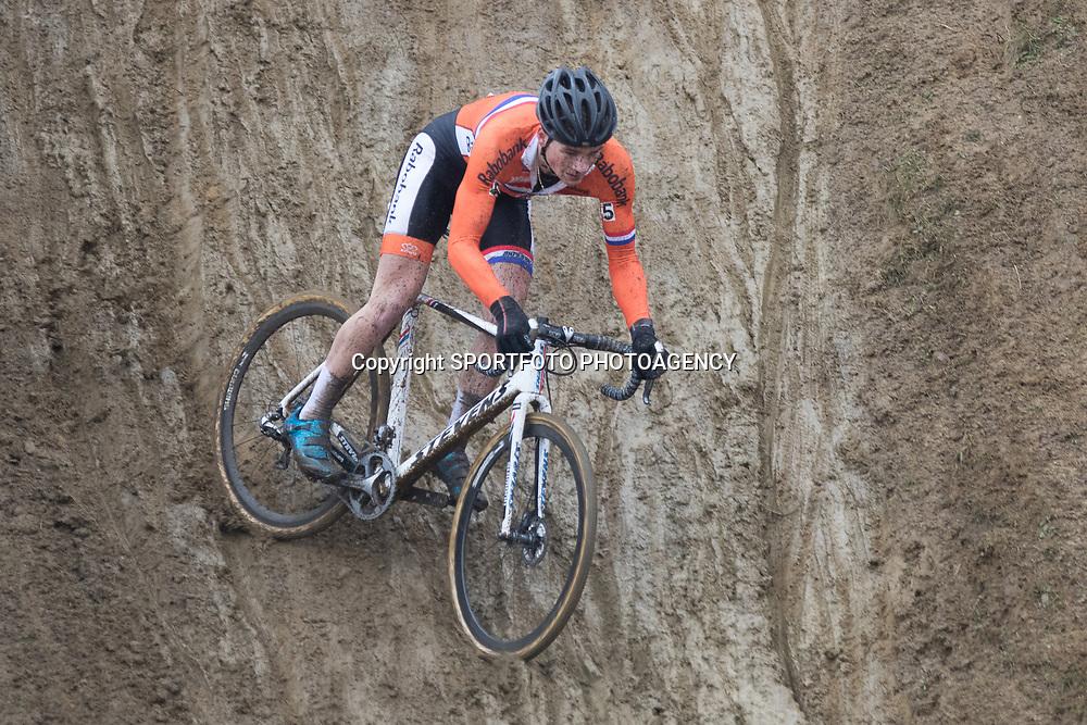 31-01-2016: Wielrennen: WK cyclecross beloften: Heusden Zolder<br />HEUSDEN-ZOLDER (BEL) cyclocross<br />Op het circuit van Terlamen-Zolder streden de veldrijders categorie beloften om de mondiale titels in het veld. David van der Poel