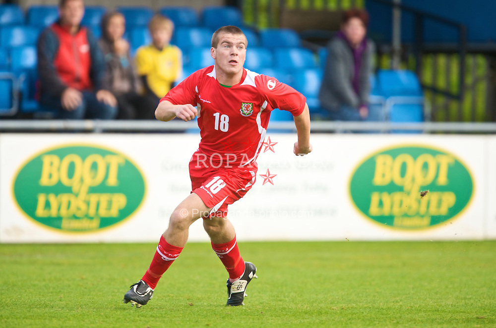 HAVERFORDWEST, WALES - Saturday, October 3, 2009: Wales' Leon Newell in action against Russia during the UEFA Under-17 Championship Qualifying Round Group 12 match at Bridge Meadow Stadium (Pic by David Rawcliffe/Propaganda)