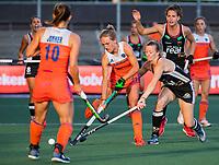 AMSTELVEEN - Lauren Stam (Ned) met Kira Horn (Ger)   tijdens de halve finale  Nederland-Duitsland van de Pro League hockeywedstrijd dames. COPYRIGHT KOEN SUYK