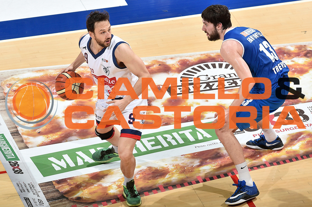 DESCRIZIONE : LNP Playoff Serie A2 Citroen 2015- 2016 Semifinale Gara 3 Eternedile Bologna - De Longhi Treviso<br /> GIOCATORE : Davide Lamma<br /> CATEGORIA : palleggio<br /> SQUADRA : Eternedile Bologna<br /> EVENTO : LNP Playoff Serie A2 Citroen 2015- 2016<br /> GARA : Playoff Semifinale Gara 3 Eternedile Bologna - De Longhi Treviso<br /> DATA : 04/06/2016<br /> SPORT : Pallacanestro <br /> AUTORE : Agenzia Ciamillo-Castoria/Max.Ceretti