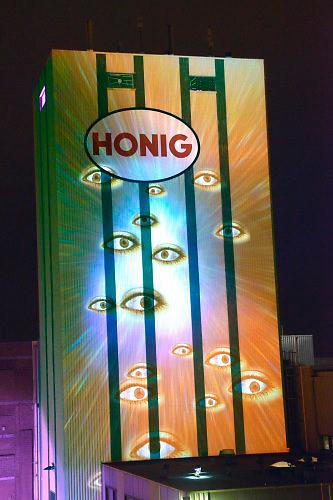Nederland, Nijmegen, 19-3-2016Oddstrean licht en geluidsspektakel in de Honig. Nieuwe interactieve kunst, technologieën te zien tijdens het Oddstream Festival in en rond het Honigcomplex in Nijmegen. Ook zijn er tal van workshops en experimenten . Vernieuwende kunst.FOTO: FLIP FRANSSEN