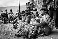 Espectadores del chaccu. / Spectators of the chaccu.