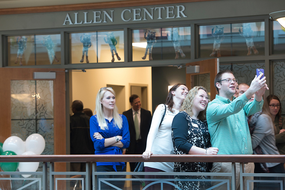Ribbon cutting ceremony for the Allen Student Advising Center. © Ohio University / Photo by Olivia Wallace