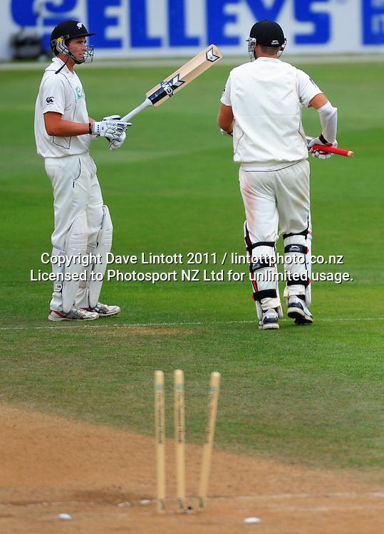 NZ's Tim Southee farewells his captain Daniel Vettori. 2nd cricket test match - New Zealand Black Caps v Pakistan, day four at the Basin Reserve, Wellington, New Zealand on Tuesday, 18 January 2011. Photo: Dave Lintott / photosport.co.nz