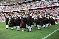 FUSSBALL   1. BUNDESLIGA  SAISON 2011/2012   7. Spieltag FC Bayern Muenchen - Bayer 04 Leverkusen          24.09.2011 Bayrische Musikanten in Tracht spielen in der Allianz Arena