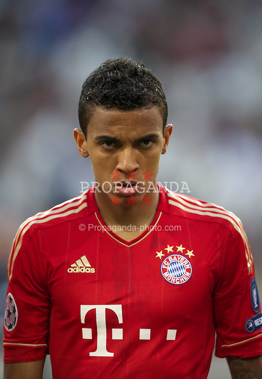 MADRID, SPAIN - Wednesday, April 25, 2012: FC Bayern Munchen's Luiz Gustavo before the UEFA Champions League Semi-Final 2nd Leg match against Real Madrid at the Estadio Santiago Bernabeu. (Pic by David Rawcliffe/Propaganda)