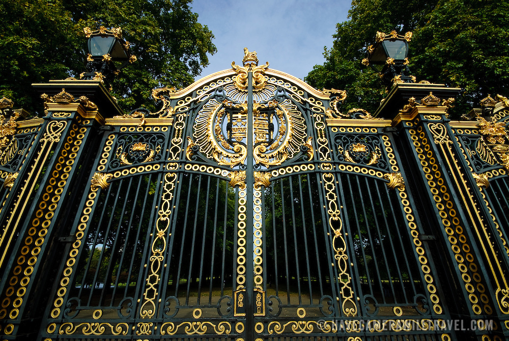 Gate outside Buckingham Palace