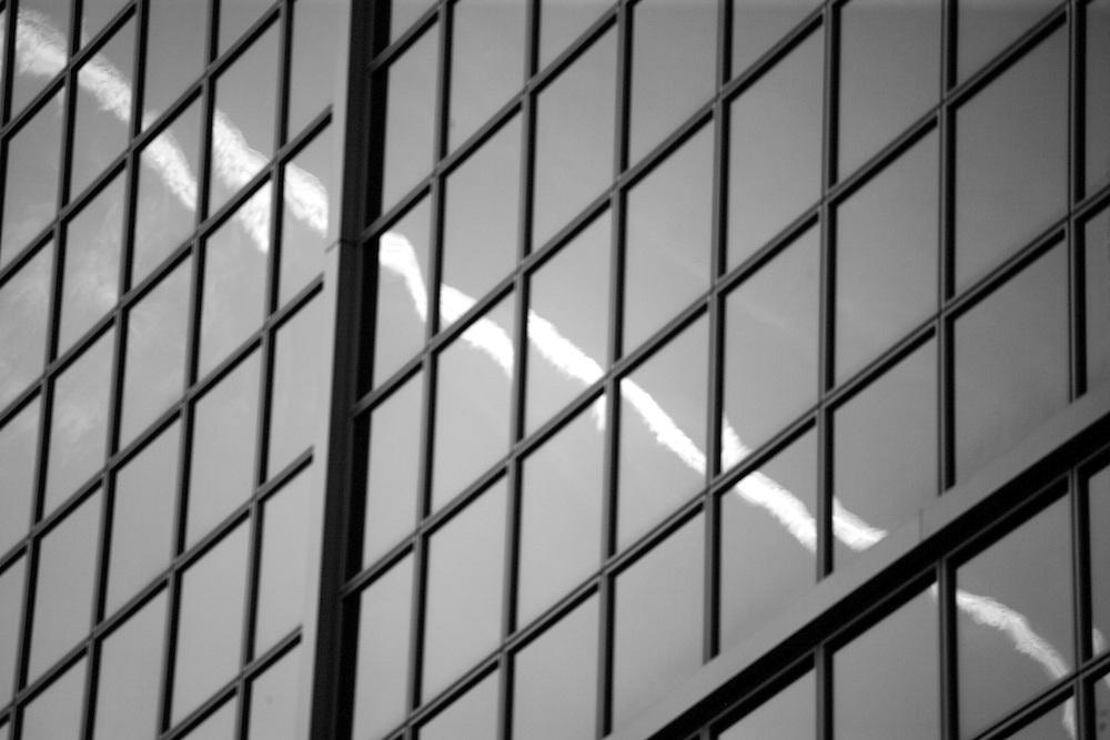 Reflejos sobre una las torres Kio, en Madrid.