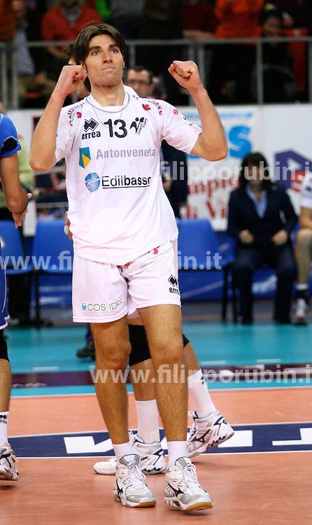 Lorenzo Perazzolo esulta.Semprevolley Padova - Cimone Modena.Campionato volley A1 M 07-08.Foto Galbiati - Rubin