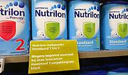 Nederland, Ubbergen, 31-12-2017Pakken zuigelingenvoeding Nutrilon van voedingfabrikant Nutricia  in het schap van een supermarkt. Er mag slechts een pak per klant meegenomen worden.  Nutricia is onderdeel van de Baby divisie van Danone en is volledig gespecialiseerd in het produceren en verpakken van hoogwaardige poedervormige producten voor dieetvoeding, klinische voeding en zuigelingenvoeding . Foto: Flip Franssen