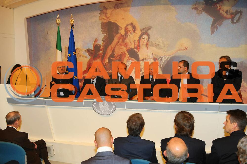 DESCRIZIONE : Roma Conferenza stampa Italia Mondiali 2014 incontro in Campidoglio e Palazzo Chigi con i vertici FIBA<br /> GIOCATORE : Massimo Cilli Rocco Crimi Gianni Petrucci Patrick Baumann Bob Elphinston Dino Meneghin <br /> SQUADRA :  <br /> EVENTO : Presentazione candidatura Italia Mondiali 2014<br /> GARA : <br /> DATA : 31/10/2008 <br /> CATEGORIA : Ritratto<br /> SPORT : Pallacanestro <br /> AUTORE : Agenzia Ciamillo-Castoria/G.Ciamillo