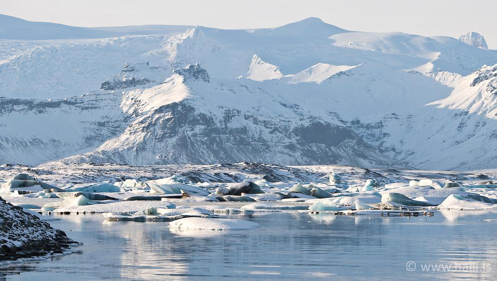 Ice cubes and glacier at the lake Jokulsarlon, Iceland - Ísmyndanir við Jökulsárlón