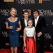 NLD/Amsterdam/20150126 - Premiere Michiel de Ruyter, cast, Frank Lammers, partner Eva Posthuma de Boer em kinderen