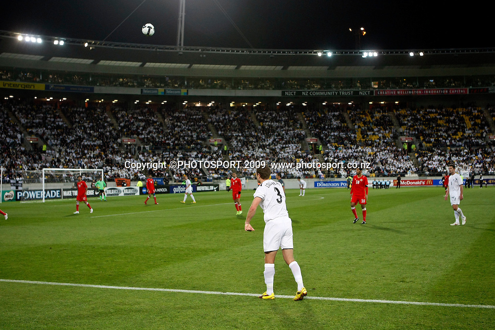 Tony Lochhead throws the ball in during the 2010 World Cup qualifying match between the New Zealand All Whites and Bahrain at Westpac Stadium, Wellington, New Zealand on Saturday 14 November 2009.Photo: Andrew Cornaga/PHOTOSPORT