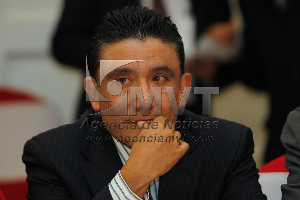 TOLUCA, México.- Cruz Juvenal Roa Sánchez, secretario del Trabajo, durante la asamblea de la  CTM en el Estado de México, en donde se hablo de la firma de un convenio con el gobierno estatal y el sector empresarial para incrementar la productividad y el empleo. Agencia MVT / Crisanta Espinosa. (DIGITAL)