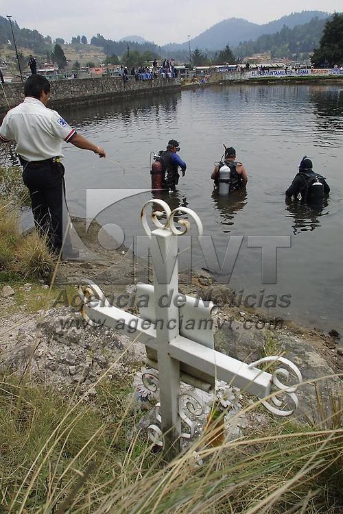 Ocoyoacac, M&eacute;x.- Persoanal de rescate realiza labores de busqueda del cuerpo de una persona que murio ahogada en la presa de Salazar del parque la Marqueza, del sabado a la fecha son cinco las victimas en este lugar y segun reporte de proteccion civil en un mes se han registrado 15 Muertes por ahogamiento. Agencia MVT / Mario V&aacute;zquez de la Torre. (DIGITAL)<br /> <br /> NO ARCHIVAR - NO ARCHIVE