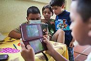 Manuel Alejandro Romero juega Nintendo DS junto a sus vecinos y amigos. Gracias a FundaHigado, en junio de 2012, Manuel Alejandro recibió un trasplante de higado que le permite disfrutar de la vida. Maracaibo, Venezuela 20 y 21 Oct. 2012. (Foto/ivan gonzalez)
