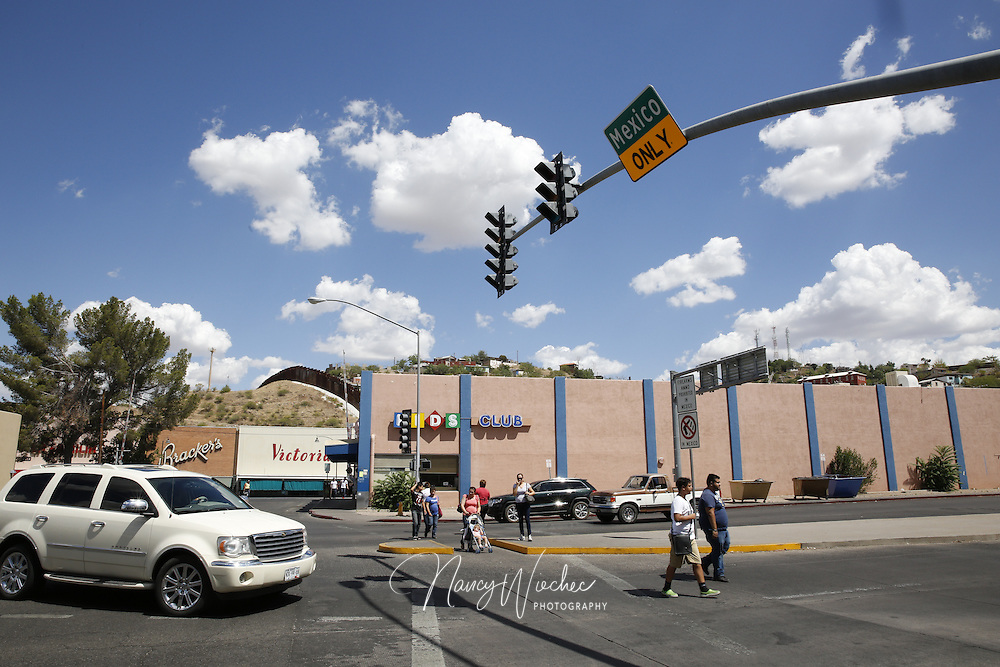 Shops and businesses catering to the border community are seen in central Nogales, Arizona, June 25, 2014. It is Arizona's largest international border town and the entry point for goods and people coming from Mexico. REUTERS/Nancy Wiechec   (UNITED STATES)