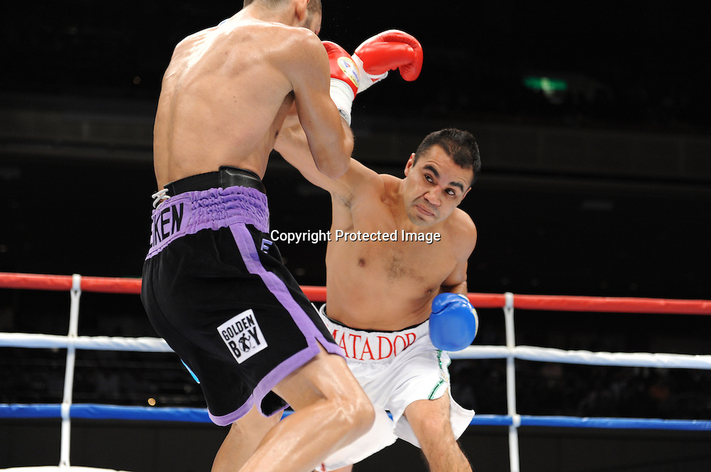 (L-R) Jorge Linares (VEN), Jesus Chavez (MEX),<br />