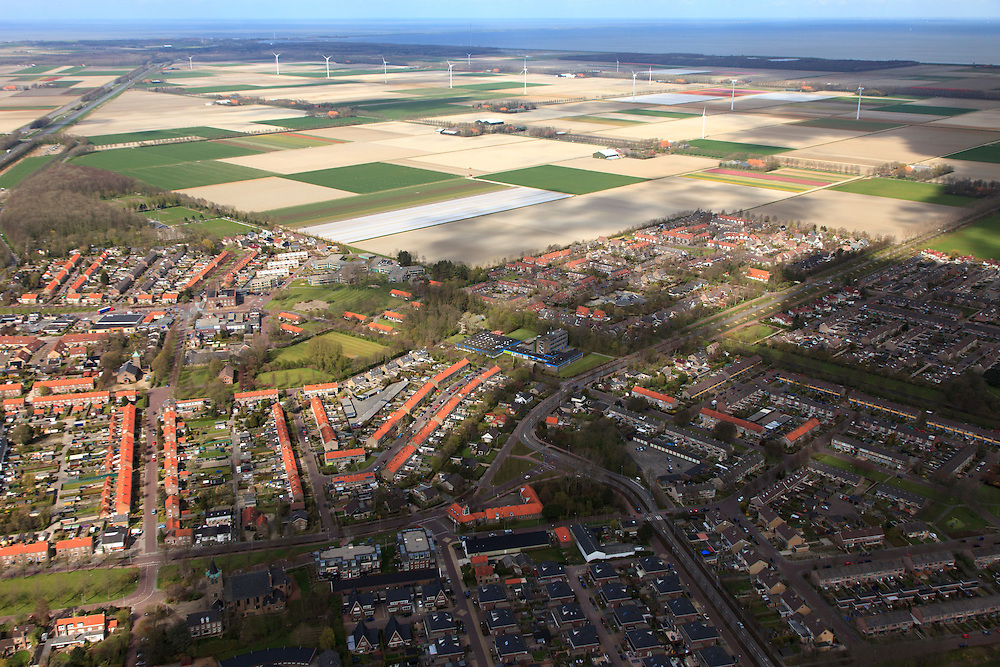 Nederland, Noord-Holland, Gemeente Wieringermeer, 16-04-2012. noordelijk deel van de Wieringermeer, met Wieringerwerf..Planned village Wieringerwerf in polder..luchtfoto (toeslag), aerial photo (additional fee required);.copyright foto/photo Siebe Swart