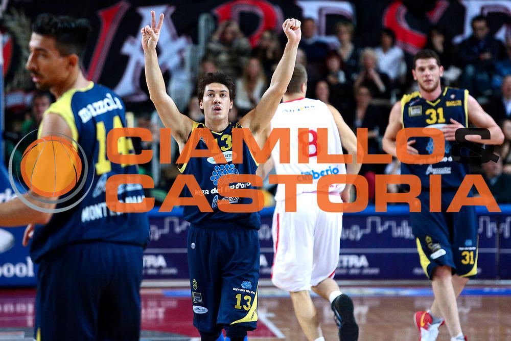 DESCRIZIONE : Varese Lega A 2012-13 Cimberio Varese Sutor Montegranaro<br /> GIOCATORE : Di Bella Fabio<br /> CATEGORIA : esultanza<br /> SQUADRA : Sutor Montegranaro<br /> EVENTO : Campionato Lega A 2012-2013 <br /> GARA : Cimberio Varese Sutor Montegranaro<br /> DATA : 09/12/2012<br /> SPORT : Pallacanestro <br /> AUTORE : Agenzia Ciamillo-Castoria/I.Mancini<br /> Galleria : Lega Basket A 2012-2013  <br /> Fotonotizia : Varese Lega A 2012-13 Cimberio Varese Sutor Montegranaro<br /> Predefinita :