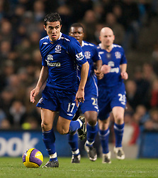MANCHESTER, ENGLAND - Monday, February 25, 2008: Everton's Tim Cahill in action against Manchester City during the Premiership match at the City of Manchester Stadium. (Photo by David Rawcliffe/Propaganda)