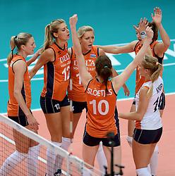28-09-2014 ITA: World Championship Volleyball Mexico - Nederland, Verona<br /> Nederland wint met 3-0 van Mexico / Quinta Steenbergen, Manon Flier, Laura Dijkema, Anne Buijs