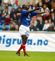 Fotball, 25. mai 2002. Tippeligaen,  Vålerenga - Rosenborg 0-0. Pa-Modou Kah, Vålerenga.