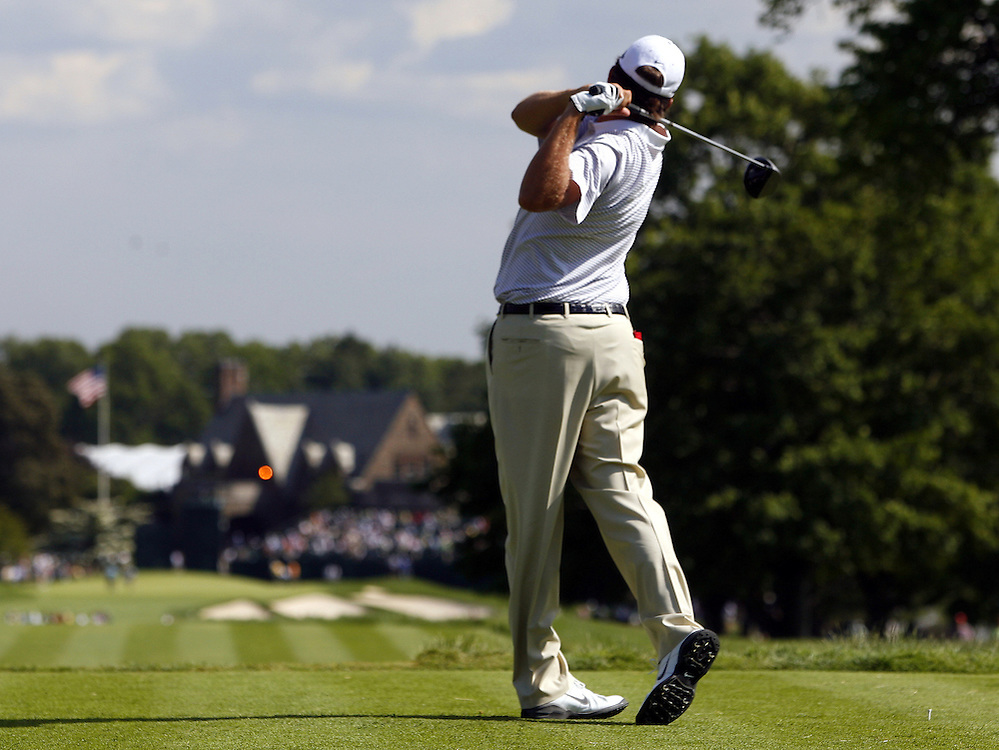 Bo Van pelt of the US tees off on the ninth hole during the first day of the US Open Golf Championship at Winged Foot Golf Club in Mamaroneck, New York Thursday, 15 June 2006.
