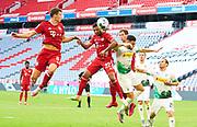 Breel Embolo (Borussia Mönchengladbach) gegen Joshua Kimmich (Bayern München), rechts during the Bayern Munich vs Borussia Monchengladbach Bundesliga match at Allianz Arena, Munich, Germany on 13 June 2020.