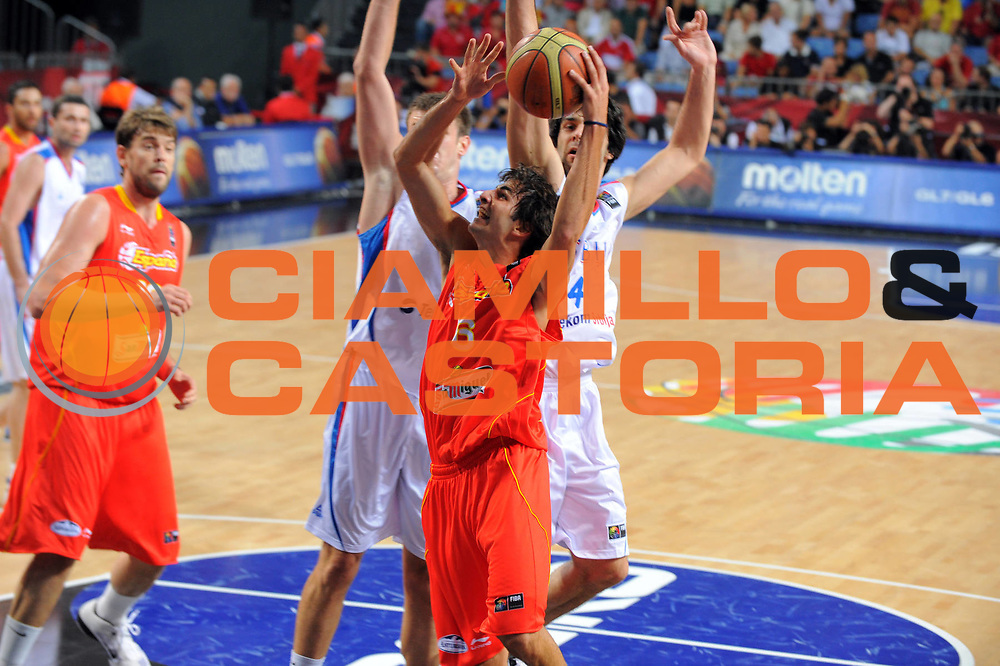 DESCRIZIONE : Istanbul Turchia Turkey Men World Championship 2010 Quarter Finals Campionati Mondiali Quarti di Finale Serbia Spain<br /> GIOCATORE : Ricky Rubio<br /> SQUADRA : Spain Spagna<br /> EVENTO : Istanbul Turchia Turkey Men World Championship 2010 Campionato Mondiale 2010<br /> GARA : Serbia Spain Serbia Spagna<br /> DATA : 08/09/2010<br /> CATEGORIA : tiro<br /> SPORT : Pallacanestro <br /> AUTORE : Agenzia Ciamillo-Castoria/GiulioCiamillo<br /> Galleria : Turkey World Championship 2010<br /> Fotonotizia : Istanbul Turchia Turkey Men World Championship 2010 Quarter Finals Campionati Mondiali Quarti di Finale Serbia Spain<br /> Predefinita :