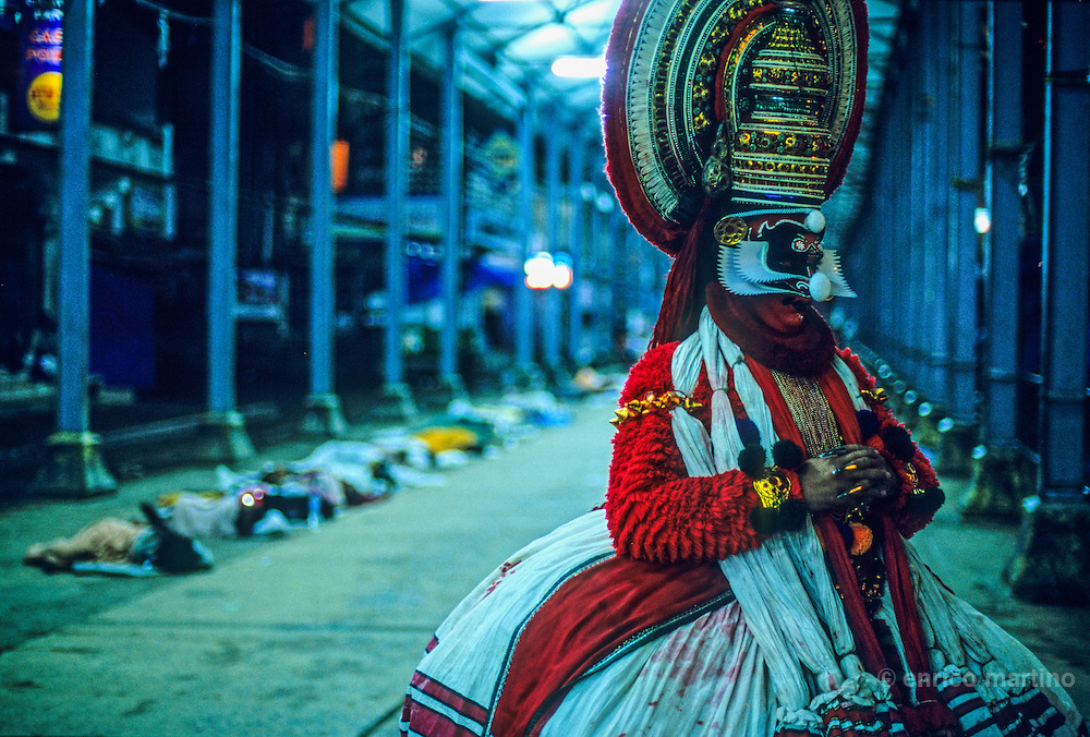 Actor before staging at Guruvayur temple. in the back pilgrims sleeping.