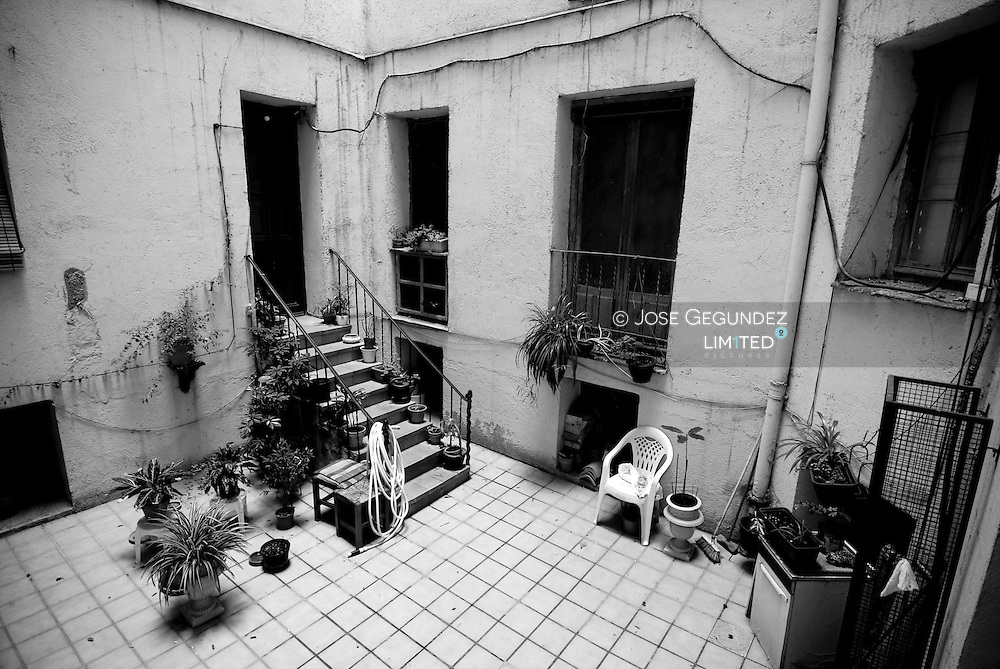 Patio interior de un edificio de viviendas.<br /> Inner patio of a building of houses
